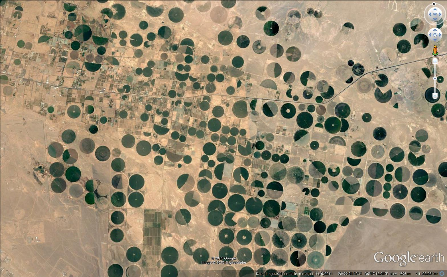 Pivot per l'irrigazione a Tabuk, nel deserto dell'Arabia Saudita